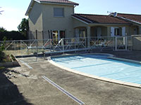 Barrière de piscine remplissage verre avec croix de St-andré