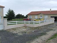 Barrière de clôture - 2 lices horizontales de 120 mm + poteaux