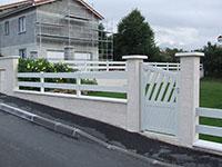 Barrière de clôture & portillon en lames inclinées